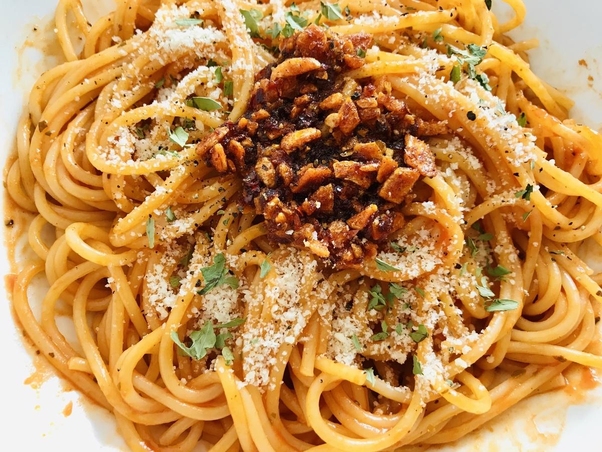 食べるラー油とトマトのスパゲッティ