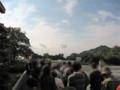 シャトルバスを待つ人々 県民の浜にて撮影