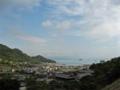 県道356号線豊浜蒲刈線の歩道から大浦地区を撮影