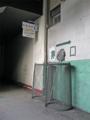 [広島市民球場]一塁側年間指定席入口にあるゴミ箱とモップ