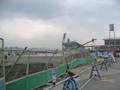 """[新広島市民球場]新球場に向かう""""歩行者通路""""も形にはなってきたけど建設中"""