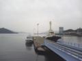 [広島市営桟橋]桟橋出入り口近くの岸壁から桟橋を望む