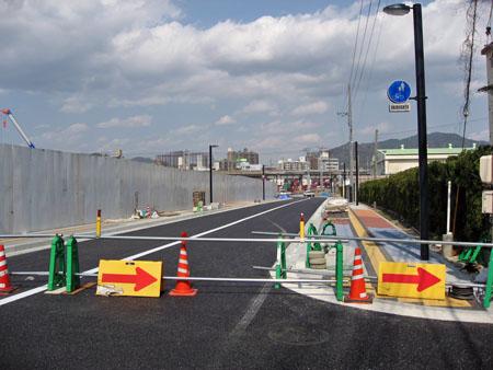 新球場東側市道建設現場南から広島貨物ターミナル駅方面を望む