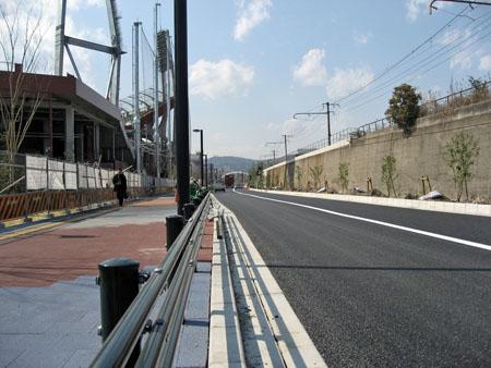 北側の道路 JR山陽本線脇の植栽工事が終わっている?区間