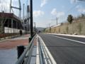 [新広島市民球場]北側の道路 JR山陽本線脇の植栽工事が終わっている?区間