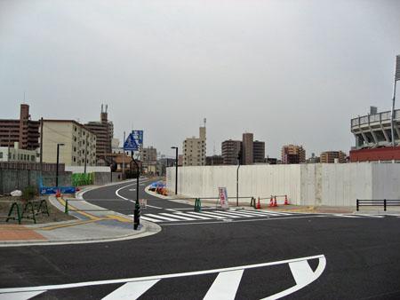 広島貨物ターミナル駅トラック出入口横から東側の封鎖されている市道