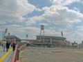 [新広島市民球場]歩行者用スロープ 始点付近から新球場を望む