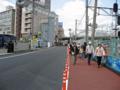 新球場へのアクセス道路、荒神陸橋と歩行者用スロープの間