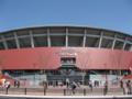 [新広島市民球場]車道を挟んで西側から新球場正面を望む