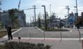 """[新広島市民球場]球場と""""大州通り""""市道境にある鎖による阻止線"""
