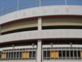 [旧広島市民球場]取り外された看板の跡が薄く残る壁面