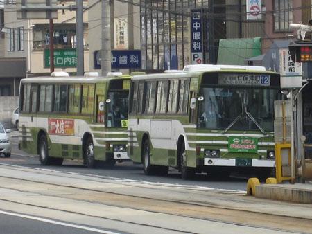 【広島22く33-74】(手前)