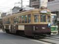 [広島電鉄750形電車][広島電鉄800形電車]行き交う761号車と812号車(右)