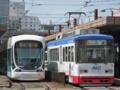 [広島電鉄5100形電車][広島電鉄800形電車]5105編成(左)808号車(右)