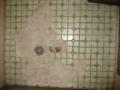 [風呂場]はがれたタイル たくさん