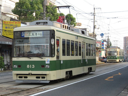 813号車(手前)