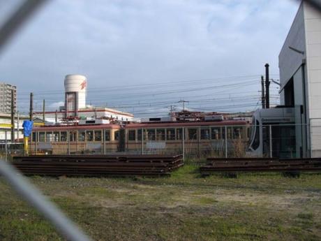 2002・2003号車(左)