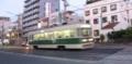 [広島電鉄]渡り線を通過する路面電車