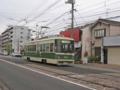 [広島電鉄800形電車]渡り線を通過する810号車