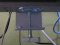 [Monitor Pole]角パイプ部にクランプが掛かっています
