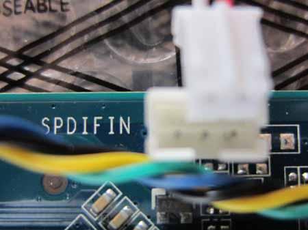 GeForce 9600GT-GE SPDIFコネクタ3pinと2pinケーブルコネクタ