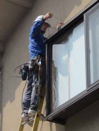 外壁での光ファイバー作業