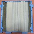 [MCK75LKW]脱臭触媒ユニットにプリーツフィルターを取り付け中