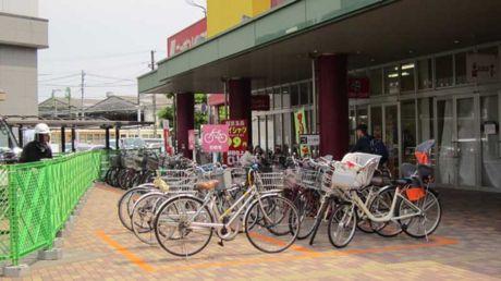 マダムジョイ千田店前の駐輪スペース