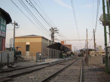 広電西広島駅方面のホームと高床車ホーム