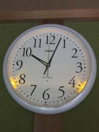 電波アナログ壁掛け時計 IQ-1050NJ-7JF 夜間点灯