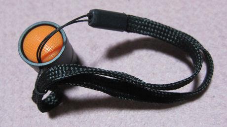 LEDアルミライト「DOP-EP202」の電池蓋とストラップ