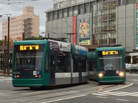 5011号車(左)/5002号車(右)