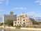 広島商工会議所ビルと旧広島県産業奨励館(原爆ドーム)