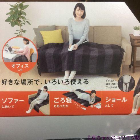 ソファーに女性が座っている画像