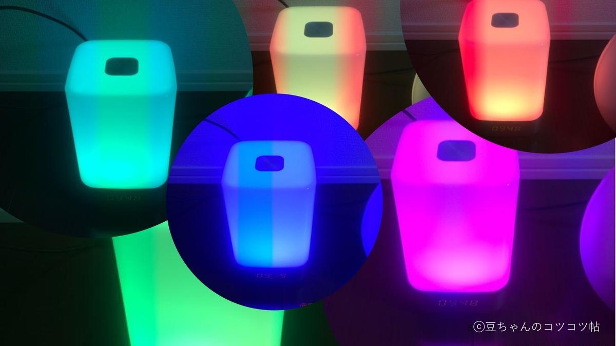 七色に光るライトが並ぶ画像