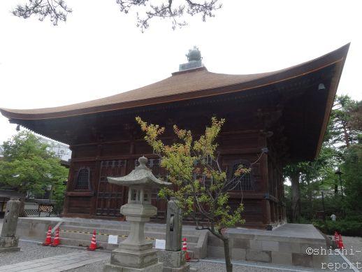 善光寺の経蔵の外観を撮影した画像