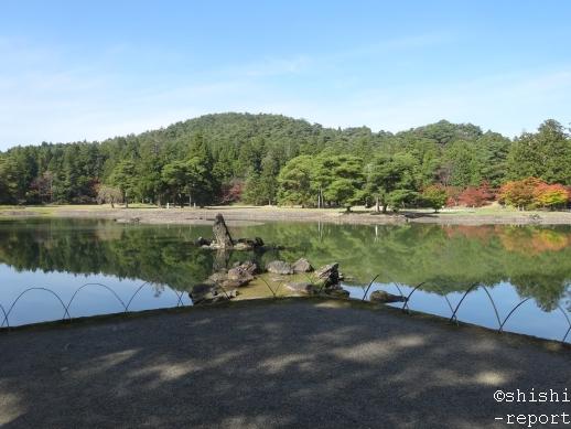 毛越寺境内の大泉が池を撮影した画像
