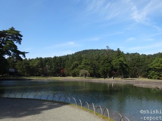 南大門跡地付近から大泉が池を撮影した画像