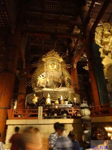 東大寺大仏殿の虚空蔵菩薩像を撮影した画像