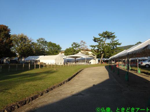 正倉院展の入場待ちテントの様子を撮影した画像