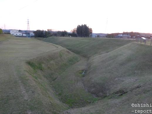 柳之御所遺跡史跡公園のお堀を撮影した画像