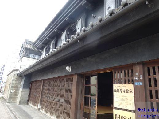 旧篠原家住宅の入口付近から建物外観を撮影した画像