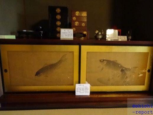 鯉が描かれた地袋の画像