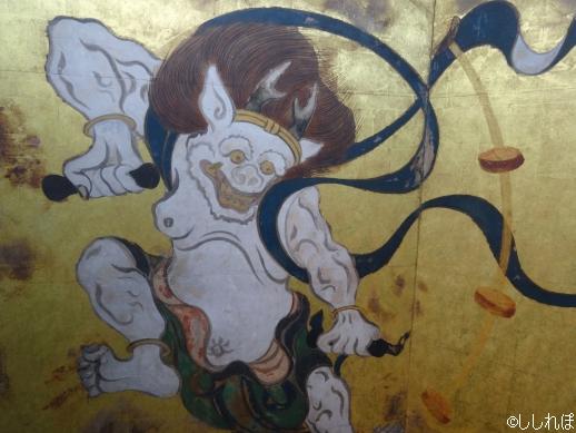 俵屋宗達の襖絵の雷神(複製を撮影)
