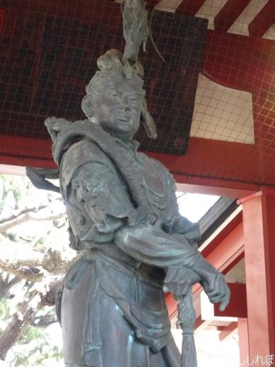 浅草寺境内のお水舎の龍神像を撮影した画像