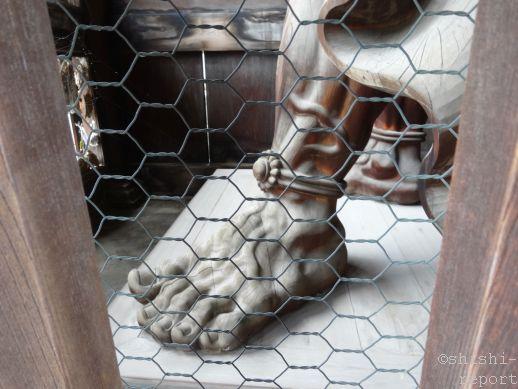 仁王像の足元の写真
