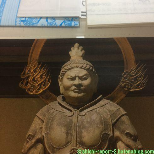 甲冑を着た仏像の上半身