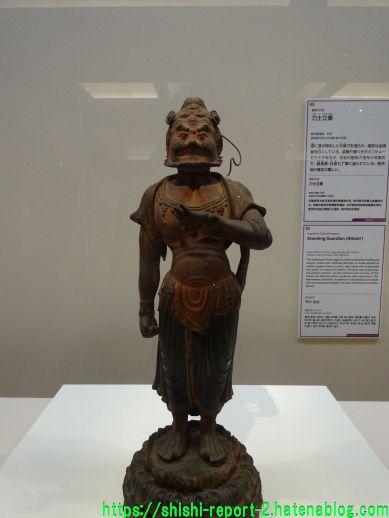 仏像を正面から撮影した画像