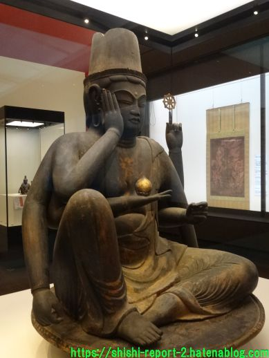 奈良博所蔵の如意輪観音を撮影した画像