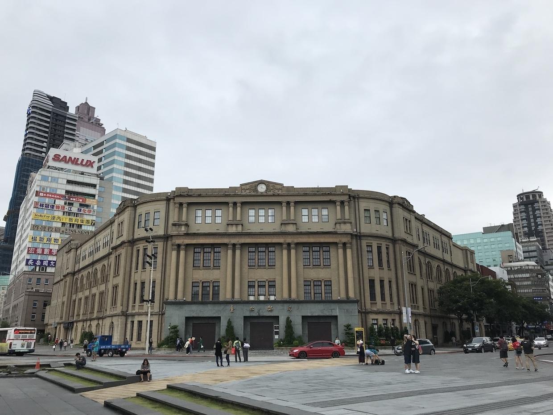 日本統治時代の建物である台北郵便局
